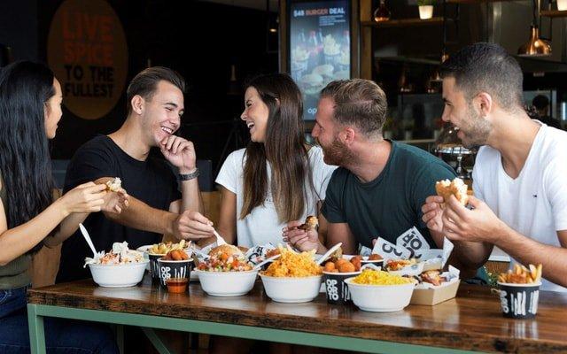 Khu ăn uống tại bãi biển Bondi ở Sydney