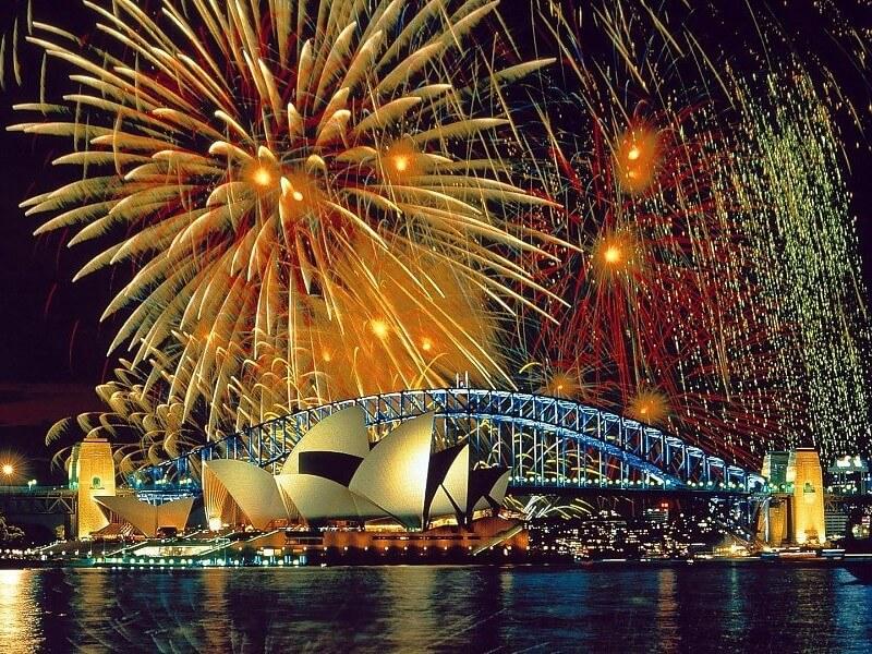 Màn trình diễn pháo hoa đón chào năm mới ở cầu cảng Sydney
